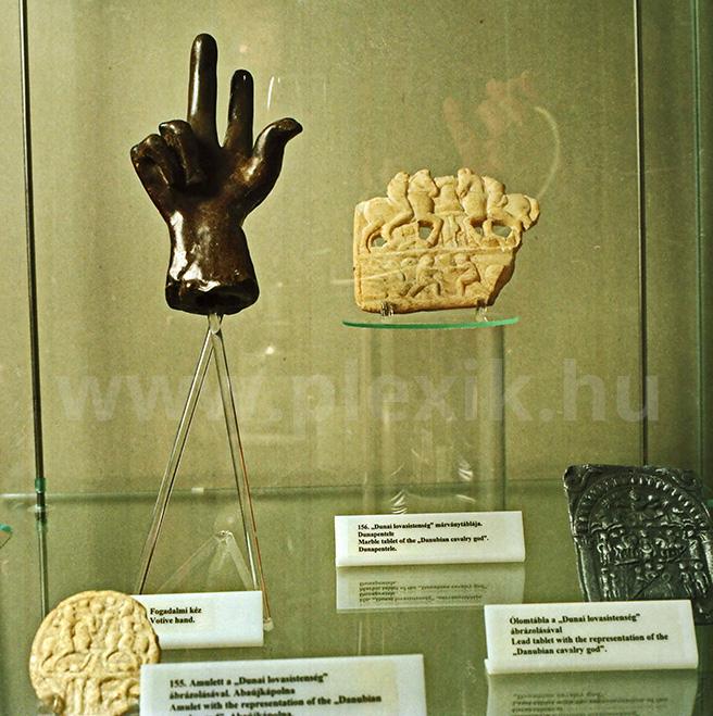 Múzeumi bemutatóállvány