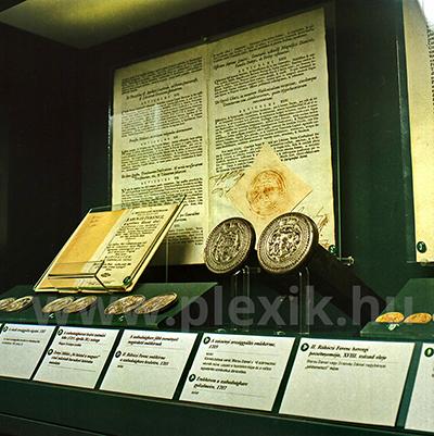 Múzeumi tartók