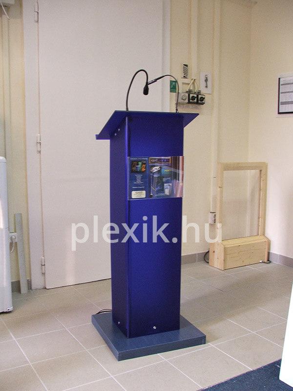 Kék plexi pulpitus mikrofonnal