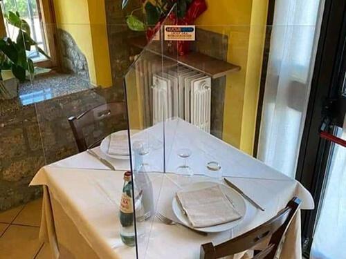 Plexi védőfal étterembe